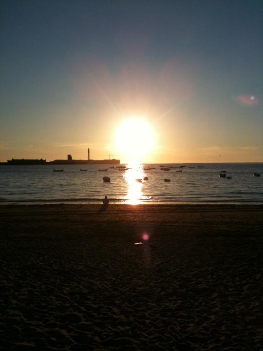 La playa de La Caleta en Cádiz.